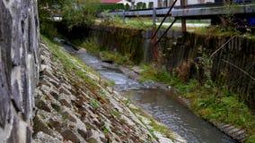 Strumieni przepływy przez wioski zdjęcie wideo