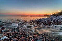 Strumienia spływanie w Jeziornego przełożonego fotografia stock