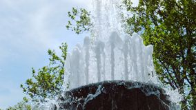 Strumienie fontanna w zwolnionym tempie zbiory wideo