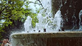 Strumienie fontanna w zwolnionym tempie zdjęcie wideo