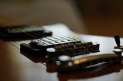 Strumienie i mosty Zbliżenie strzał Washburn idola WI-64 gitara elektryczna z melodia mostem obrazy stock