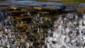 Strumyk wody strumień z małą szczeliną zbiory wideo