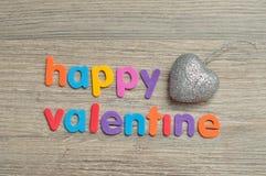 Struntsaker för en hjärtaform som visas med den lyckliga valentin för ord Royaltyfri Foto