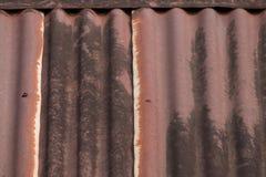 Struttura arrugginita del metallo del ferro ondulato del tetto Immagini Stock