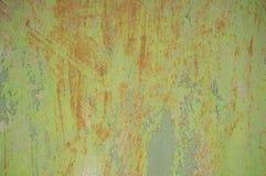 Struttura astratta di vecchia porta corrosa del metallo fotografie stock