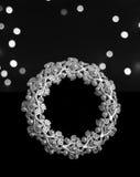 Struttura bianca della foto con le perle su fondo nero Immagini Stock Libere da Diritti