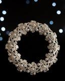 Struttura bianca della foto con le perle su fondo nero Fotografia Stock Libera da Diritti