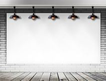 Struttura in bianco sul muro di mattoni per il messaggio informativo Fotografia Stock