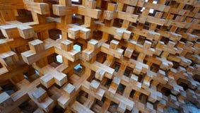 Struttura a blocchi di legno della facciata della parete fotografie stock libere da diritti