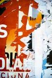 Struttura casuale di tipografia della carta del collage del fondo sulla parete Immagine Stock