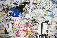 Struttura casuale di tipografia della carta del collage del fondo sulla parete Immagini Stock Libere da Diritti