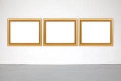 Struttura classica sulla parete del cemento bianco in galleria Fotografia Stock