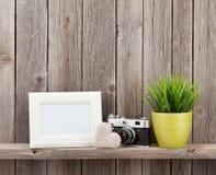 Struttura, cuore, macchina fotografica e pianta in bianco della foto Fotografie Stock Libere da Diritti