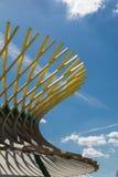 Struttura curva di legno: Costruzione con Desi architettonico moderno immagine stock