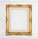 Struttura d'annata della foto dell'oro in bianco sul muro di mattoni bianco, modello per Immagini Stock