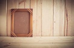Struttura d'annata della foto sulla tavola di legno sopra fondo di legno fotografia stock libera da diritti
