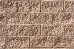 Struttura decorativa di un muro di mattoni moderno con illuminazione naturale di luce solare Fotografia Stock Libera da Diritti