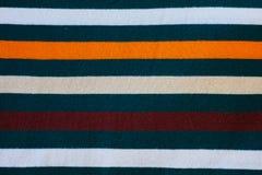 Struttura dei vestiti a strisce tricottati caldi fotografie stock