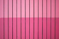 Struttura del bordo di legno, dipinta nei toni differenti di colore rosa, fondo astratto delle stecche rosa di legno Immagine Stock