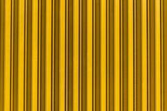 Struttura del fondo della porta del metallo giallo fotografia stock libera da diritti