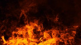 Struttura del fuoco dell'ustione Fiamme su fondo nero isolato Struttura per l'insegna, aletta di filatoio, carta immagini stock