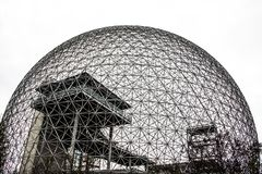 Struttura del metallo della biosfera a Montreal fotografie stock libere da diritti