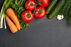 Struttura dell'alimento verdure per la cottura, sul fondo scuro, della vista superiore, struttura bandiera Fotografia Stock