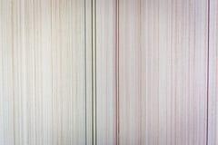 Struttura della carta da parati di carta in una piccola striscia delle tonalità beige Immagine Stock