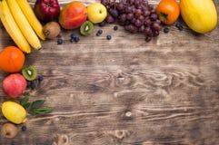 Struttura della frutta su fondo di legno Fotografia Stock Libera da Diritti
