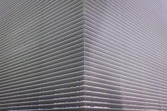 Struttura della griglia d'acciaio di ventilazione sulla parete di una costruzione Fotografia Stock