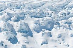 Struttura della neve di bellezza sul pendio di montagna Fotografia Stock Libera da Diritti