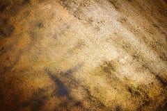 Struttura della parete dipinta in oro immagini stock