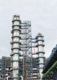 Struttura della torre della raffineria Fotografia Stock Libera da Diritti