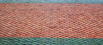 Struttura delle mattonelle di tetto del tempio tailandese fotografia stock