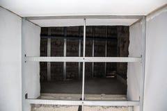 struttura di alluminio del soffitto del c-line dalla vista dal basso per il piatto d'attaccatura del soffitto Immagine Stock