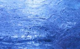 Struttura di ghiaccio con indicatore luminoso posteriore blu scuro. Immagini Stock Libere da Diritti