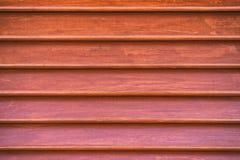Struttura di legno colorata rosso di vecchio otturatore Fotografia Stock