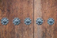 Struttura di legno con i perni di metallo sopra Fotografia Stock Libera da Diritti