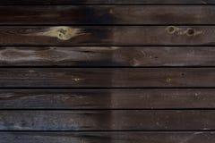 Struttura di legno con le plance orizzontali, tavola, scrittorio di marrone scuro Immagine Stock Libera da Diritti