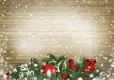 Struttura di legno d'annata con neve, agrifoglio, abete, cardinale Christma Immagine Stock Libera da Diritti