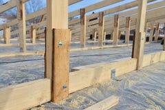 Struttura di legno della costruzione del tetto, nuovo scheletro del tetto, primo piano obbligatorio delle parti Fotografie Stock Libere da Diritti