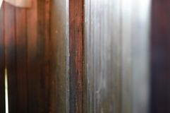 struttura di legno di giorno soleggiato il lite fotografia stock libera da diritti