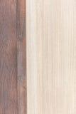 Struttura di legno linea leggera mattonelle della quercia del pavimento sulla vecchia buccia dell'occhio di fila del tek Fotografia Stock Libera da Diritti