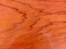 Struttura di legno rossa con petrolio- alcuni riflessi sul legno fotografia stock