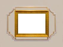 Struttura di legno scolpita oro d'annata con il centro bianco in bianco circondato Fotografia Stock