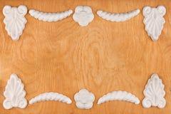 Struttura di lusso fatta del gesso bianco dello stucco, trovandosi su un legno leggero Fotografie Stock