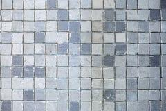 Struttura di piccole piastrelle di ceramica in un fondo caotico di modo per l'interno dell'elite del bagno, del wc, del lavabo e  fotografia stock libera da diritti