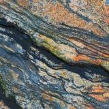 Struttura di una roccia con un segno bruno-rossastro immagine stock libera da diritti
