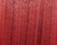Struttura di una superficie di legno di mogano Impiallacciatura di legno per mobilia fotografia stock libera da diritti