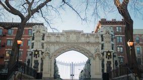 Struttura disegnata gotica di configurazione dell'arco a New York City fotografie stock libere da diritti